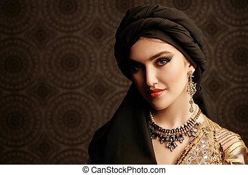 微笑の女の子, アラビア人