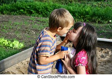 接吻, 子供