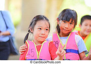 救命胴衣, 焦点を合わせなさい。, 精選する, アジア 子供, 幸せ