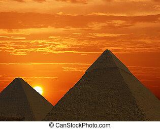 日の出, ピラミッド