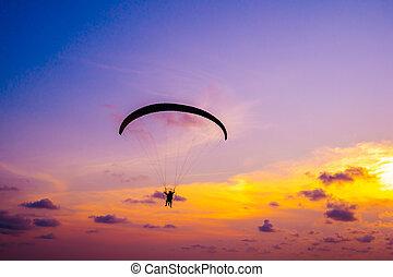 日没の 空, 飛行, paraglider