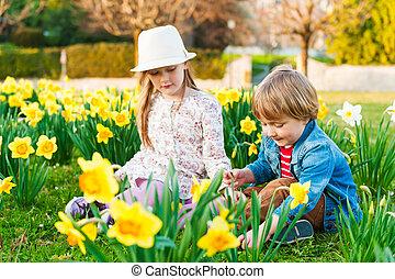 春, 日当たりが良い, 遊び, 花, 愛らしい, 子供, 日, すてきである