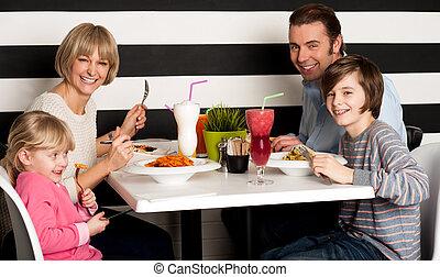 昼食, 一緒に食べること, 家族, レストラン