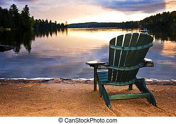 木製である, 浜の 椅子, 日没