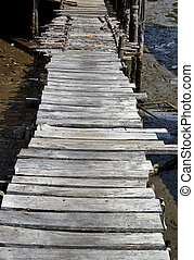 木製の橋, 古い