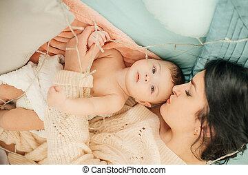 母, 女の赤ん坊