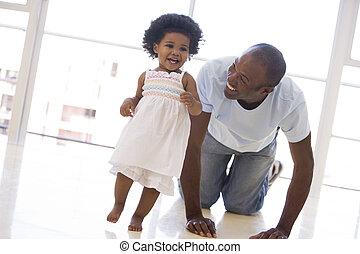 父, 微笑, 屋内, 娘, 遊び