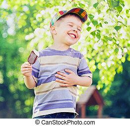 男の子, 食べること, 満足くそう, 氷, 小さい, クリーム