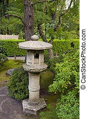 石のランタン, 3, 庭の日本人