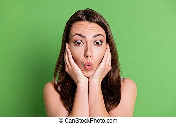 紫色, かなり, パステル, 緑, クローズアップ, 唇, 衝撃を与えられた, 聞きなさい, 一重項, 買い物, 低い, ニュース, 女性, 隔離された, 目, 割引, 価格, 顔, 女の子, 写真, ウエア, 広く, 若い, やし, 背景色, 開いた, pouted, 販売
