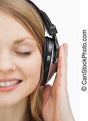 終わり, 音楽, 間, 微笑, の上, 女, 聞くこと