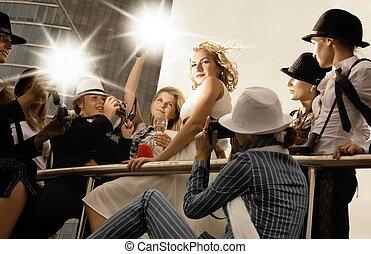 美しい, スーパースター, のように, 彼女, ロット, 映像, 取得, 見る, カメラマン, ポーズを取る, ブロンド, 女の子, のまわり