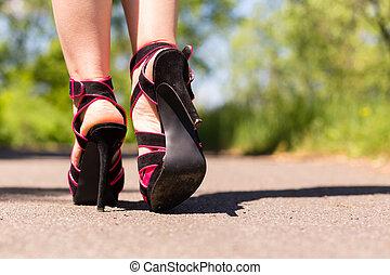 美しい, ピンク, 靴, 女性, 足, 道