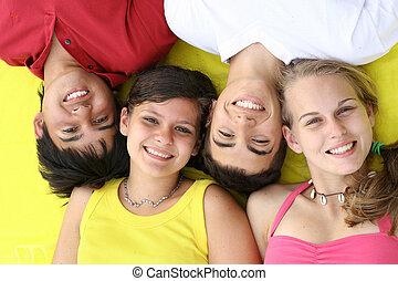 美しい, 微笑, グループ, 健康な歯, 十代の若者たち, 幸せ