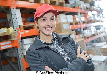 肖像画, 微笑, 腕, 倉庫, 交差させる, 労働者, 女性