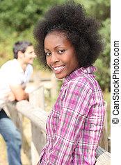 若い女性, 微笑