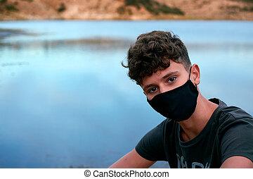 若い少年, マスク, 黒, コーカサス人, 身に着けていること