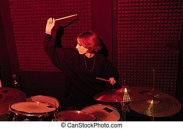 若い, ドラムをたたく, 女
