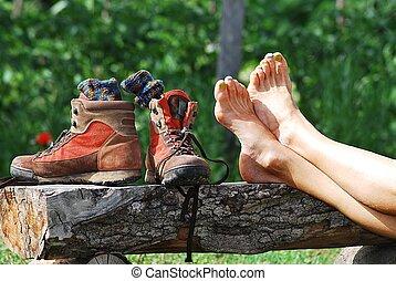 裸 フィート, 靴, 移住