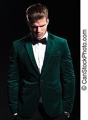 見る, ビロード, 下方に, 緑のスーツ, 人