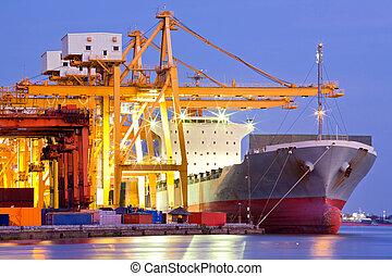 貨物船, 産業, 容器