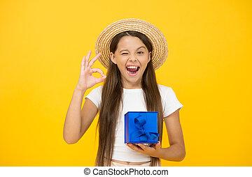 贈り物, bonus., birthday, ジェスチャー, childhood., 割引, 黒, girl., プレゼント, 買い物, 十代, celebration., オーケー, 速い, delivery., boxes., friday., 余分, 夏, プレゼント, 幸せ, sales., 休日