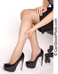 身に着けていること, 疲れた, 靴, モデル, 高く, 黒, かかと, 椅子の足, マッサージ, 女性