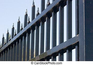 鋼鉄, 門