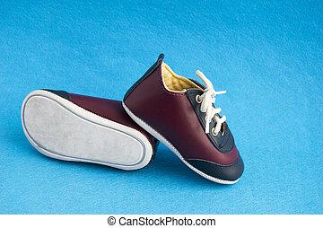青, かわいい, わずかしか, 靴, 男の子, 隔離された, バックグラウンド。, sneakers., 赤ん坊, 小さい, スポーツ