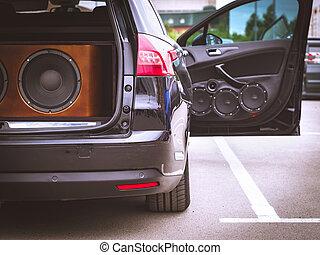 音, 開いた, スピーカー, ドア, 自動車, システム, トランク, 巨人, installed, 光景, 自動車, subwoofer, 前部, オーディオ, 後部, speaker.