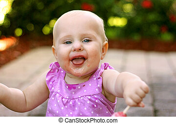 顔, きたない, 外, 女の赤ん坊, 極度, 幸せ