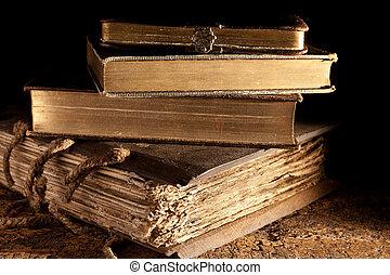骨董品, 本, 積み重ねられた