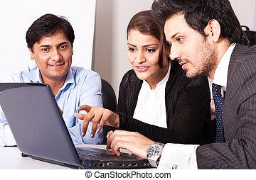 multi, 女, グループ, ビジネス 人々, 若い, inidan, ミーティング, businessmen., 人種的, ミーティング